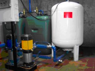 Depósitos de agua de consumo con bombas y grupo de presión