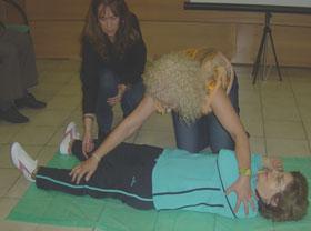 Además de conocimientos teóricos los participantes toman parte en ejercicios prácticos